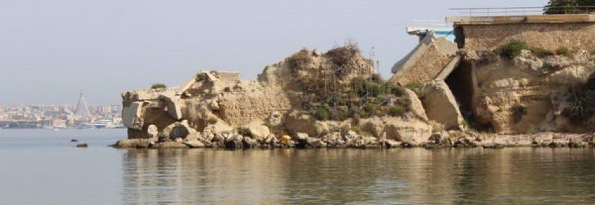 SIRACUSA2000.com-Piano Paesaggistico. Tra colate di cemento, frane e smottamenti …crollano pure le piscine!