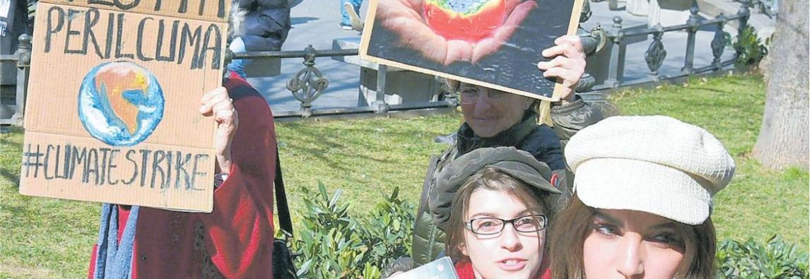 """12-03-2019 – REPUBBLICA MILANO  Studenti e ambientalisti la piazza che difende il clima . Il giorno dei ragazzi in marcia """"Diamo un futuro alla Terra"""" *di Dazzi Zita"""